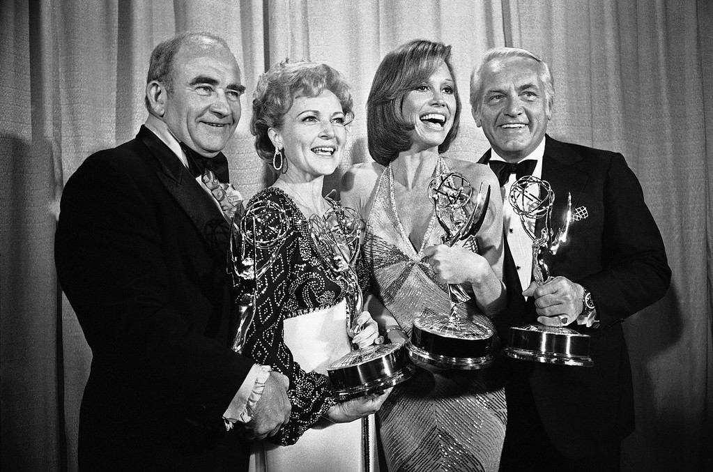 """. Members of the ìMary Tyler Moore Showî pose with their Emmys backstage, Monday, May 18, 1976 at the 28th annual Emmy Awards in Los Angeles. From left are, Ed Asner, who plays the news director on the show but won his Emmy for his role in ìRich Man Poor Man\""""; Betty White, supporting actress; Ms. Moore for best actress in a comedy show and Ted Knight for supporting actor. (AP Photo/Reed Saxon)"""