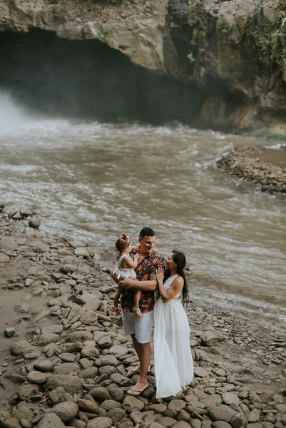 VTV_family_photoshoot_with_waterfall_Bali (34).jpg