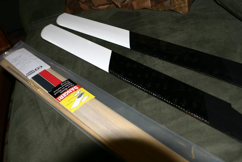 Brings both wood and carbon fiber blades