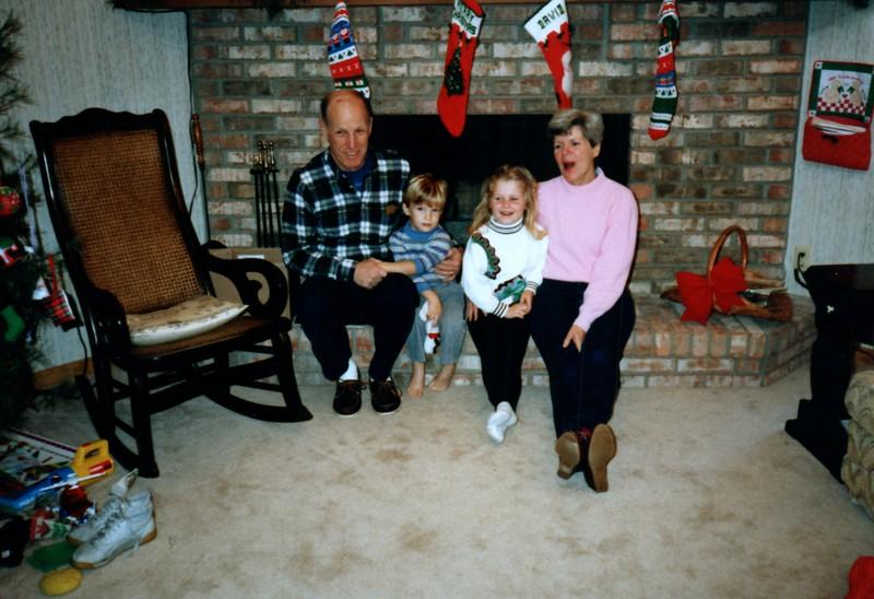 1986_December_Holiday_Visitors_0015_a.jpg