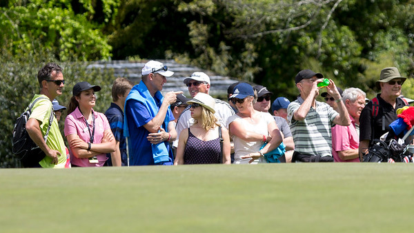Spectators enjoying the action on teh 18th geen on Day 3 of the Asia-Pacific Amateur Championship tournament 2017 held at Royal Wellington Golf Club, in Heretaunga, Upper Hutt, New Zealand from 26 - 29 October 2017. Copyright John Mathews 2017.   www.megasportmedia.co.nz