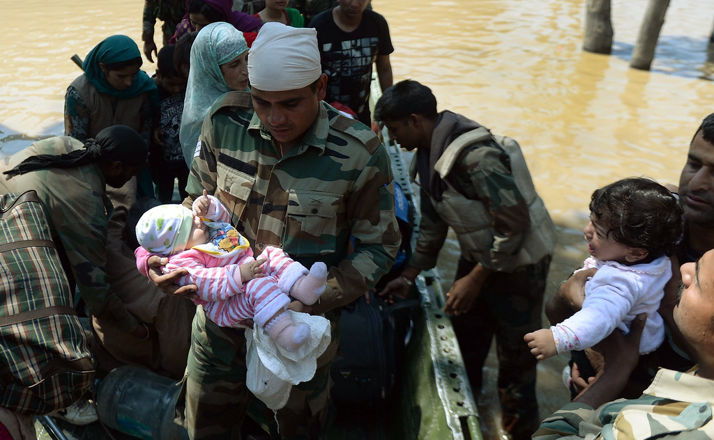 . Indian military officers carries a rescued Kashmiri baby from a boat moored in the floodwaters in Srinagar on September 10, 2014.   AFP PHOTO/ PUNIT PARANJPE/AFP/Getty Images