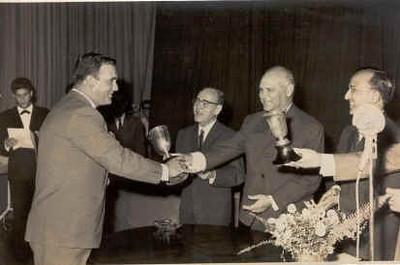 Taça ganha pela zona leste Simons, Carlos Martins, Bermudez, Bexiga, Barata