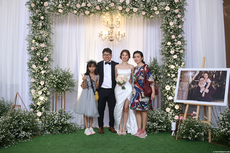 Vy-Cuong-wedding-instant-print-photo-booth-in-Bien-Hoa-Chup-hinh-lay-lien-Tiec-cuoi-tai-Bien-Hoa-WefieBox-Photobooth-Vietnam-099.jpg