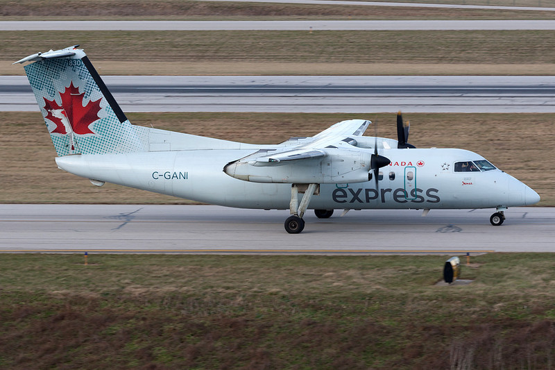 Air Canada Express DeHavilland Canada DHC-8-100 C-GANI KCMH 28DEC13