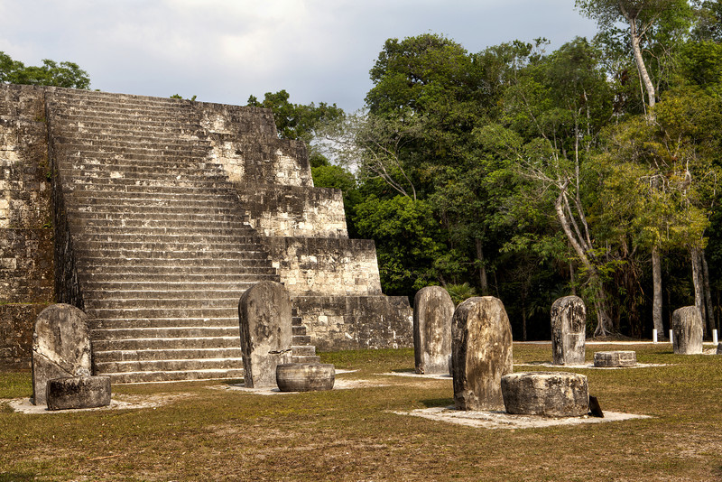Tikal-Complex-Q-East-Pyramid-stele-and-altars.jpg