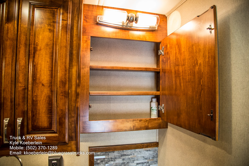 R0034 2020 Renegade Verona LE 40LRB-118.jpg