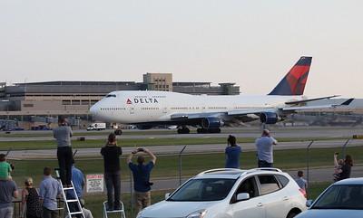 Delta 747 N666US at KMSP