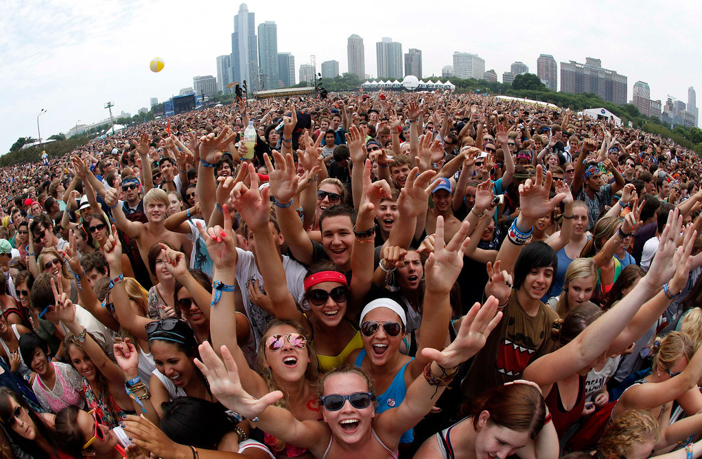 """. Music fans wait to listen to \""""Foster the People\"""" perform at the Lollapalooza music festival in Grant Park in Chicago in this file photo taken August 5, 2011.  Lollapalooza, the three-day music festival in Chicago\'s historic Grant Park, was bigger than ever in 2013, with a lineup that honored its alternative rock roots and broadened its appeal to fans of folk, dance, rap and even country music. REUTERS/Jim Young/Files"""
