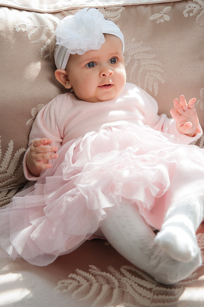 Lily at 6 months-4589.jpg