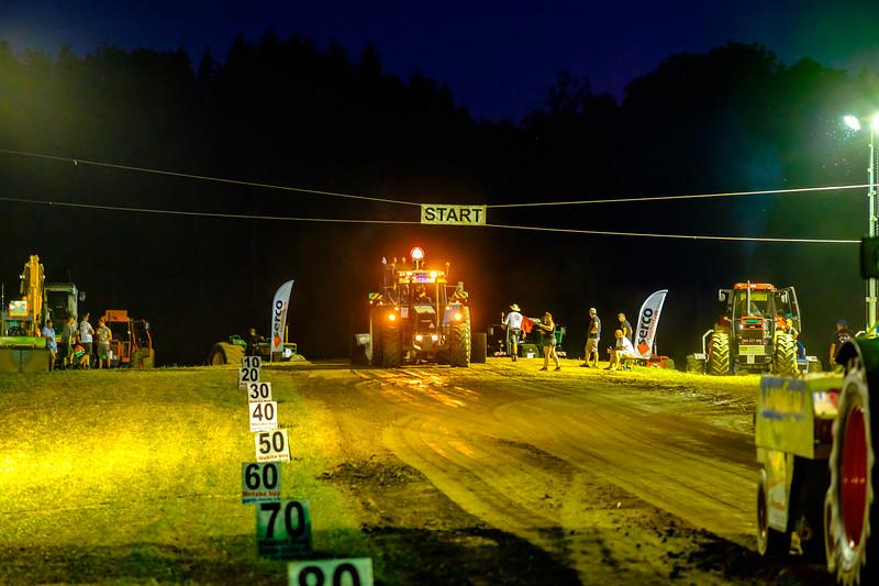 Tractor Pulling 2015-2210.jpg