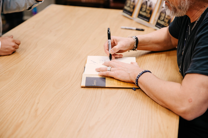 2019_2_28_TWOTW_BookSigning_SP_653.jpg