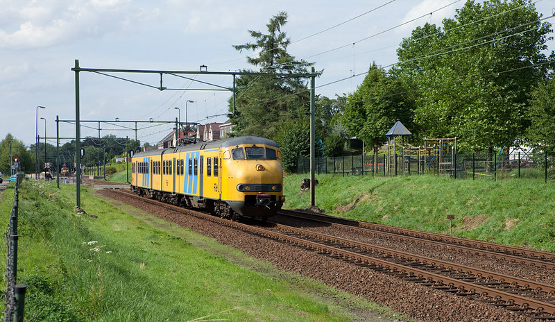 In a typical Dutch scene a Plan V leaves the station stop in Bunde southbound. The opposing train is doing the same northbound in the background.