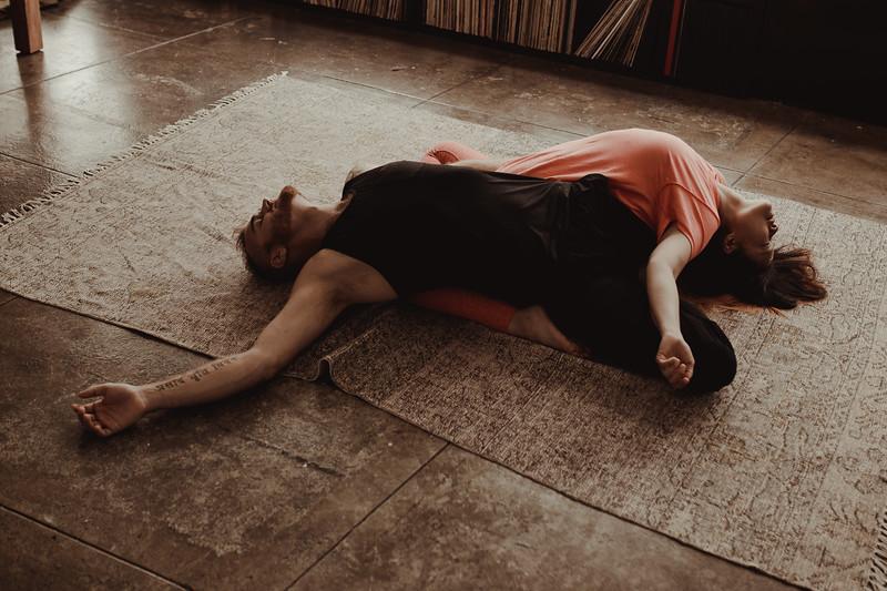 Jenny_Rolapp_Photography_partner_yoga-27.jpg