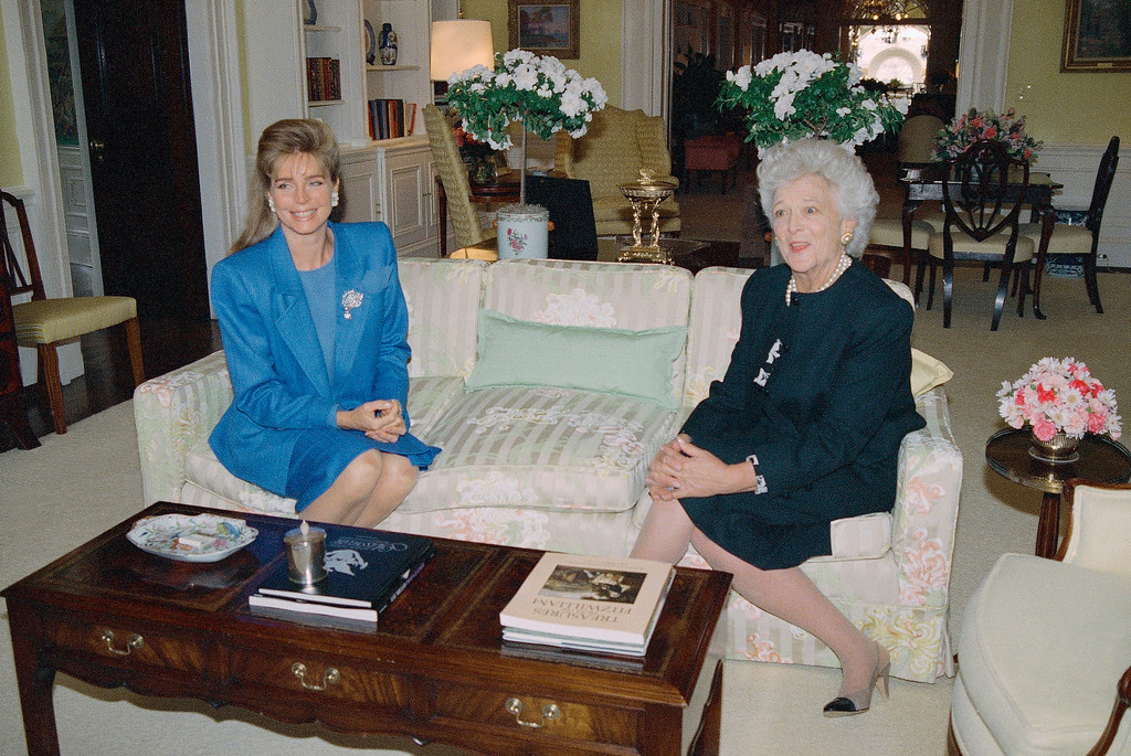 . First lady Barbara Bush entertains Jordan\'s Queen Noor in the residence of the White House in Washington, Wednesday, April 19, 1989, while their husbands were attending a ceremony in the Rose Garden. (AP Photo/J. Scott Applewhite)
