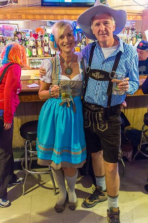 Halloween pub crawl in Louisville with Boulder Brits