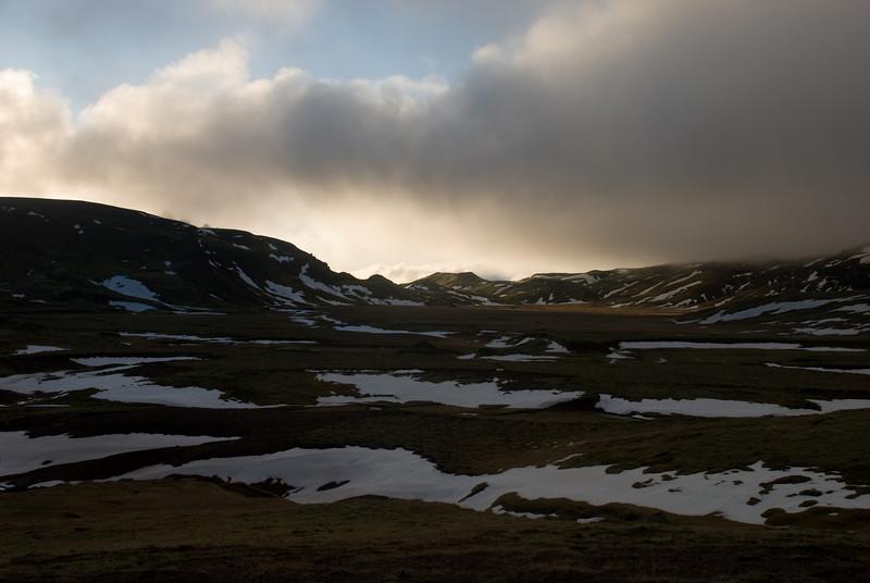 Horft yfir Innstadal að Sleggjubeinsskarði