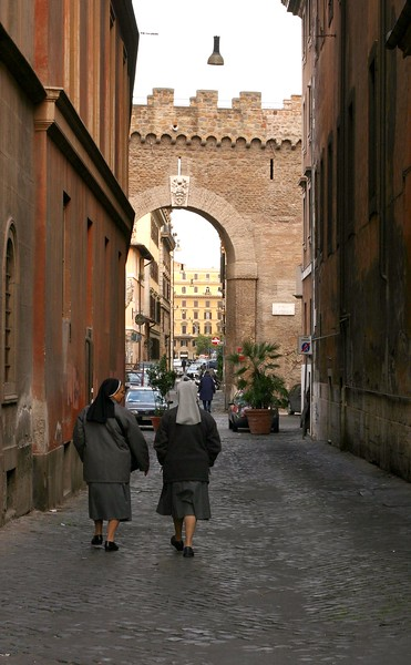 nuns-in-stpeters_2141836352_o.jpg