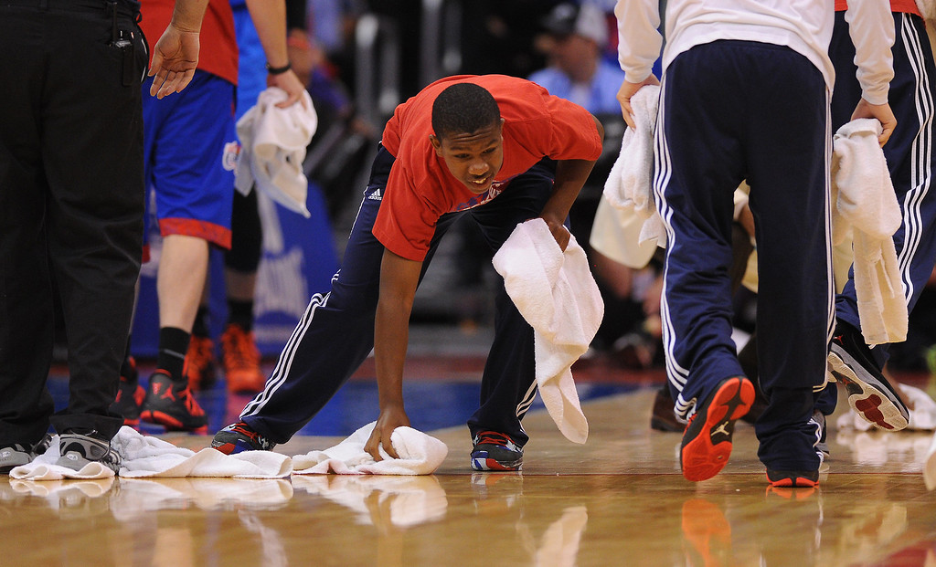 . Workers mop up drinks that were thrown on the court during the fourth quarter, Thursday, May 15, 2014, at Staples Center. (Photo by Michael Owen Baker/Los Angeles Daily News)