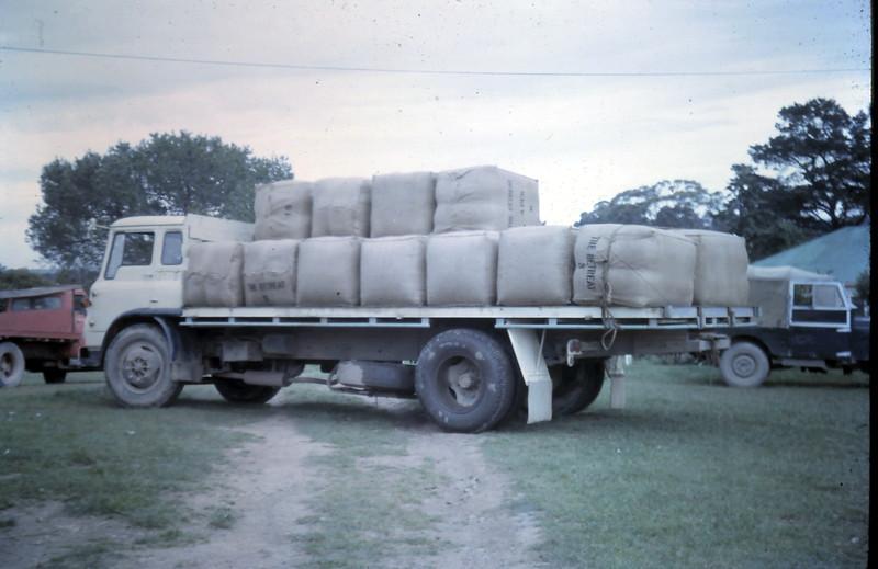 1964-10-28 (3) Wool ready to go @ Broadford.JPG