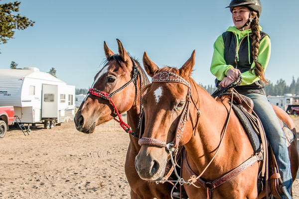 4 Horse 2 Riders