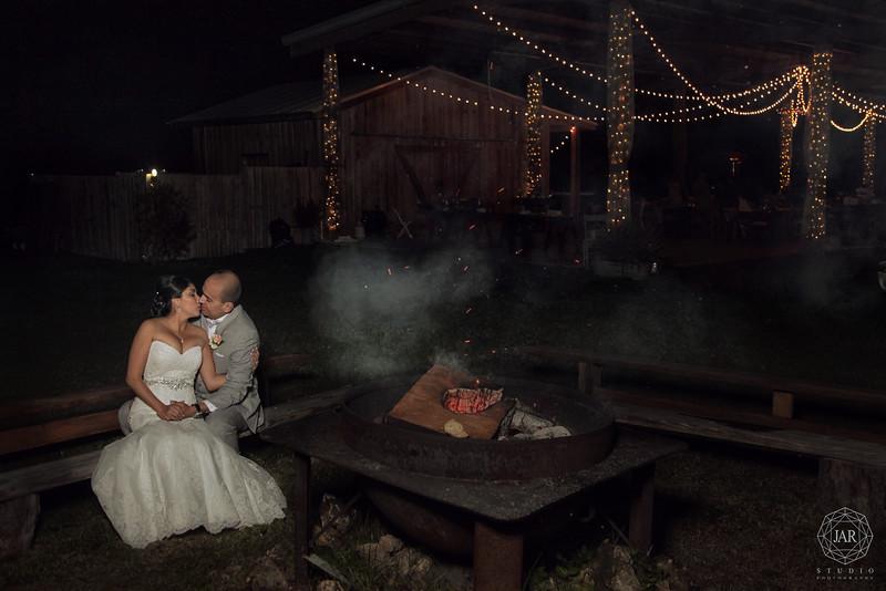 19-bride-groom-romantic-hot-bonfire-kissing-isola-farms-jarstudio.jpg