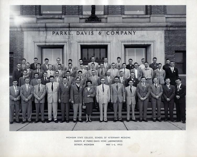1953 Doc's vet class.jpeg