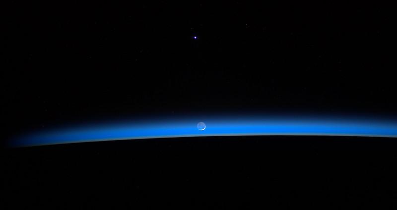 waning moon 6-18-2012 07;45UT934_7572.jpg