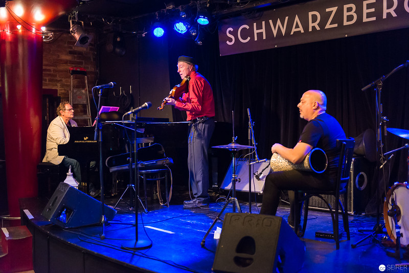 Harald Huber (p), Andi Schreiber (vl), Habib Samandi (perc)
