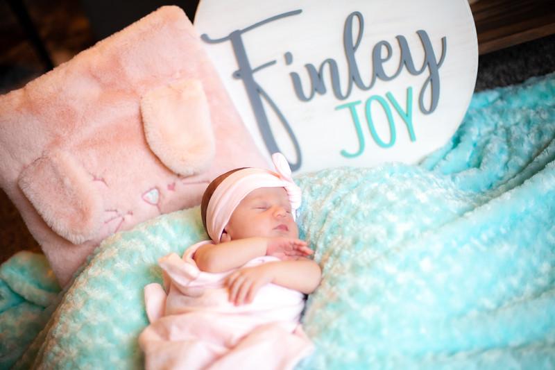 ALoraePhotography_BabyFinley_20200120_057.jpg