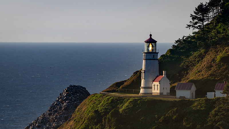 Hecata Head Lighthouse.jpg