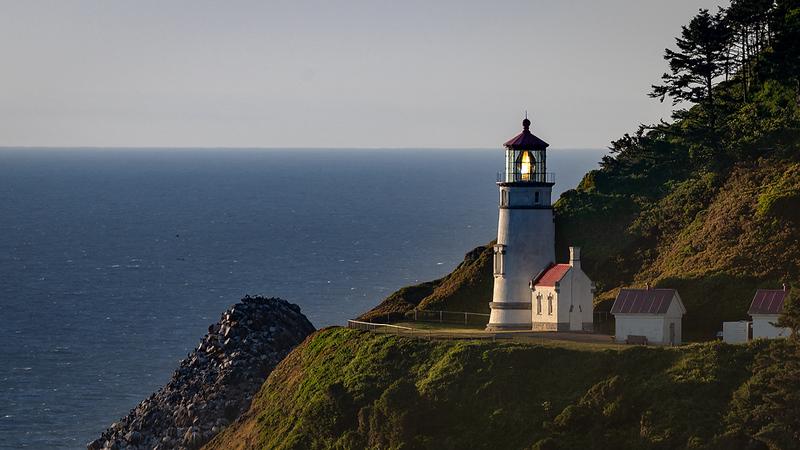 Hecata Head Lighthouse.jpg