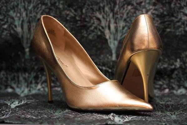 Pierre Dumas Gold Pumps