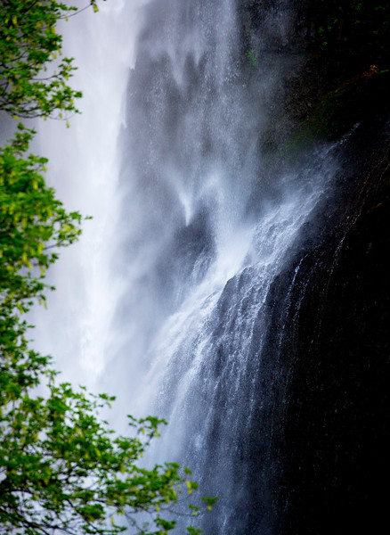 Detail of the center of the upper falls.