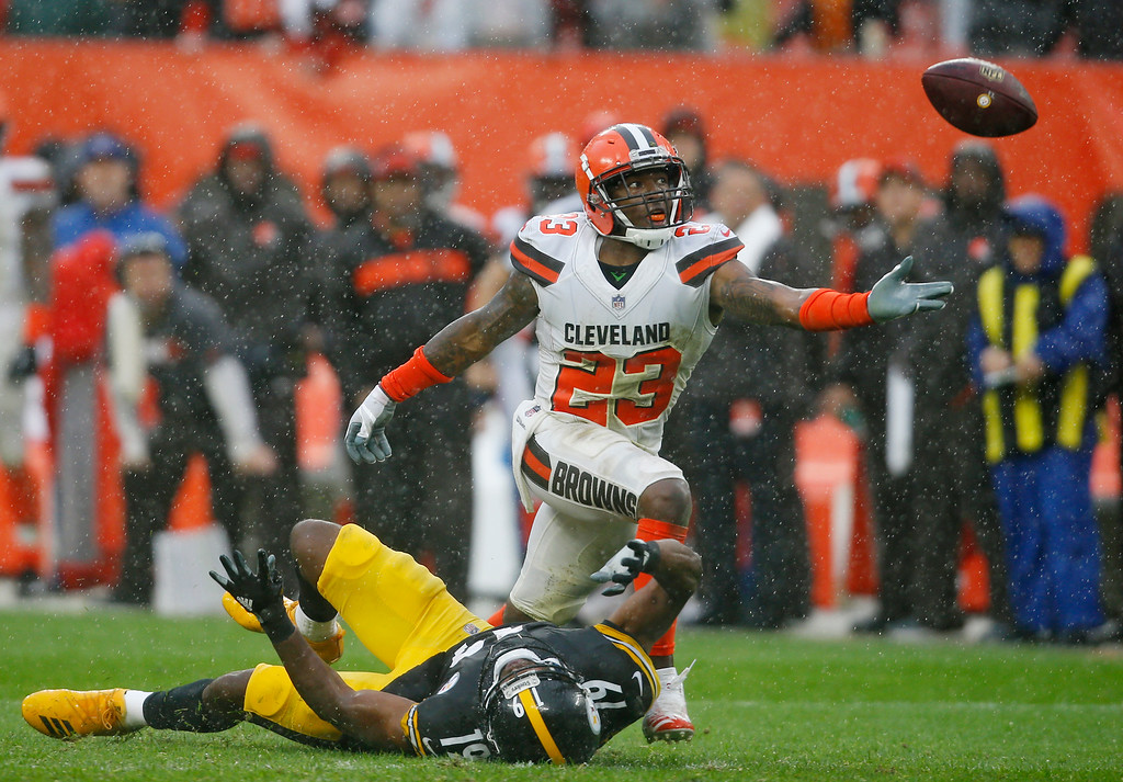 . Cleveland Browns defensive back Damarious Randall (23) reaches but can\'t get to the ball during overtime in an NFL football game against Pittsburgh Steelers wide receiver JuJu Smith-Schuster (19), Sunday, Sept. 9, 2018, in Cleveland. The Browns and the Steelers tied at 21-21. (AP Photo/Ron Schwane)