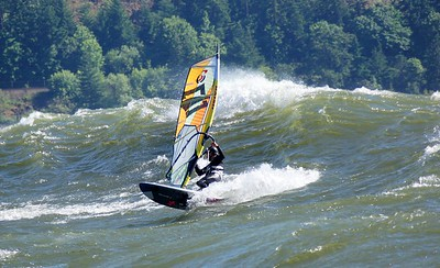 Windsurfing: Gorge, Freestyle & Ambiance
