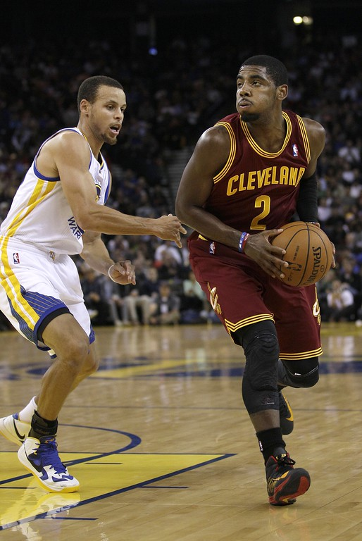 . Cleveland Cavaliers point guard Kyrie Irving (2) against Golden State Warriors shooting guard Stephen Curry (30) during the first half of an NBA basketball game in Oakland, Calif., Wednesday, Nov. 7, 2012. (AP Photo/Jeff Chiu)