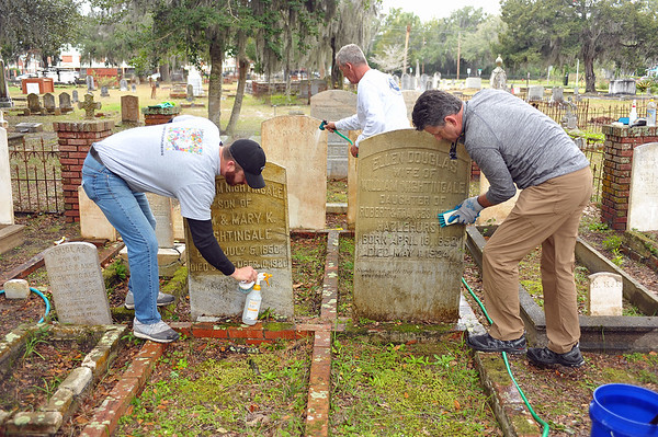 Oak Grove Cemetery Society Nightingale Plot Cleaning Day 3 01-12-19