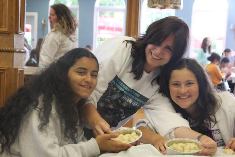 kars4kids_thezone_camp_girlsDivsion_activities_baking (49).JPG