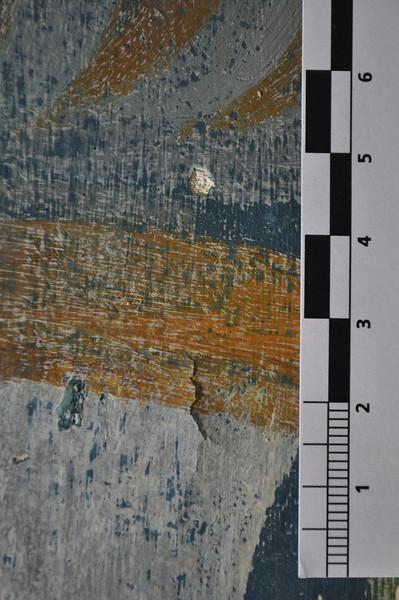 Säule. nach der Freilegung. Zwei schadensbilder. Oben: Ausbruch in Malschicht und Putzgrund. Unten: Rissbild in der Malschicht. Die Malschicht hat sich nach der Freilegung von der Wandfläche abgelöst und steht auf. Sequenz 3 DSC_0030