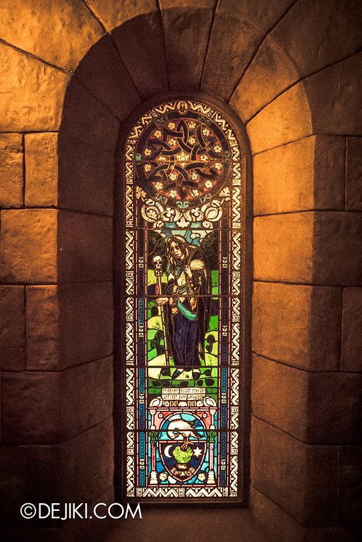 Universal Studios Japan - Harry Potter and the Forbidden Journey / Hogwarts Castle Walk Tour - Stained Glass