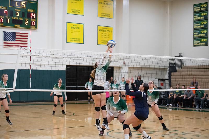 W-Volleyball-2018-10-03-6663.jpg
