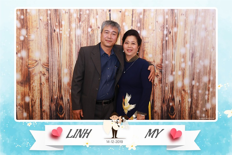 Linh-My-wedding-instant-print-photo-booth-in-Ha-Noi-Chup-anh-in-hnh-lay-ngay-Tiec-cuoi-tai-Ha-noi-WefieBox-photobooth-hanoi-153.jpg