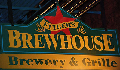 2011 11 06:  Theresa Kraemer & Justin, Fitgers Brewhouse, Duluth