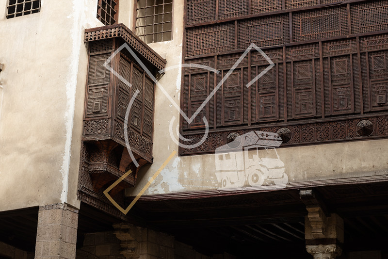 The Bayt Al-Suhaymi house is built around a sahn in the centre of which there is a small garden with plants and palm trees, rom here several of the fine mashrabiya windows in the house can be seen.