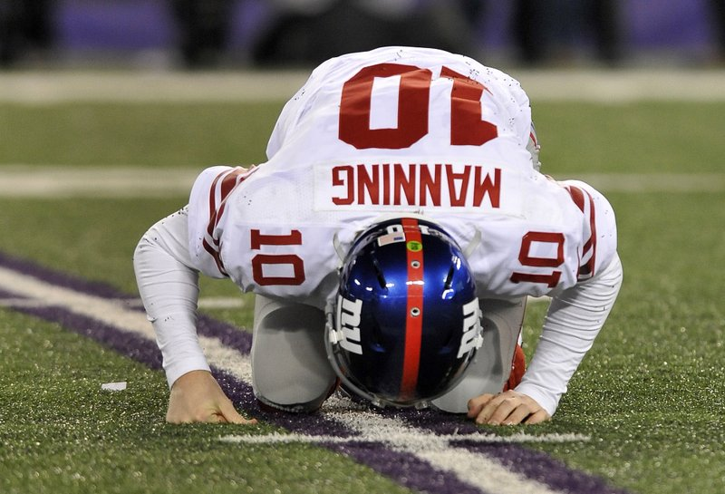 . <p><b> Cowboys at Giants (-2½):</b> <p>Eli Manning and the Giants are actually in the playoff hunt after starting the season 0-6. But it�s hardly been a banner season for Peyton�s little brother, who would only be among the league�s leading quarterbacks if you count his completions to his opponents. <p>Pick: <b>Giants by 4</b> <p>    (AP Photo/Gail Burton)