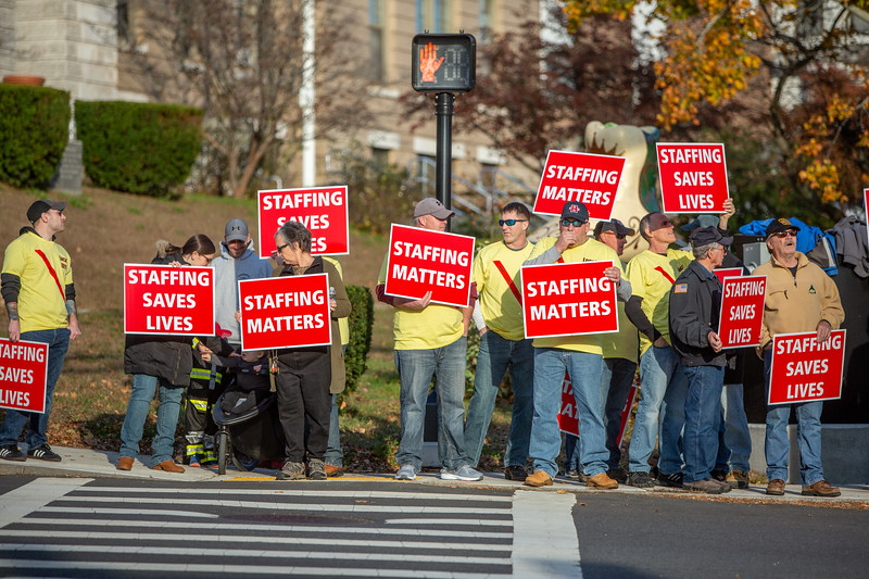 11-4-2019 Staffing Picket (35).jpg