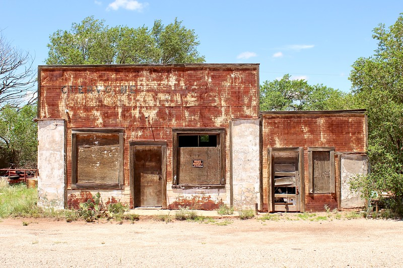 Abandoned commercial building along Route 66 (2020)