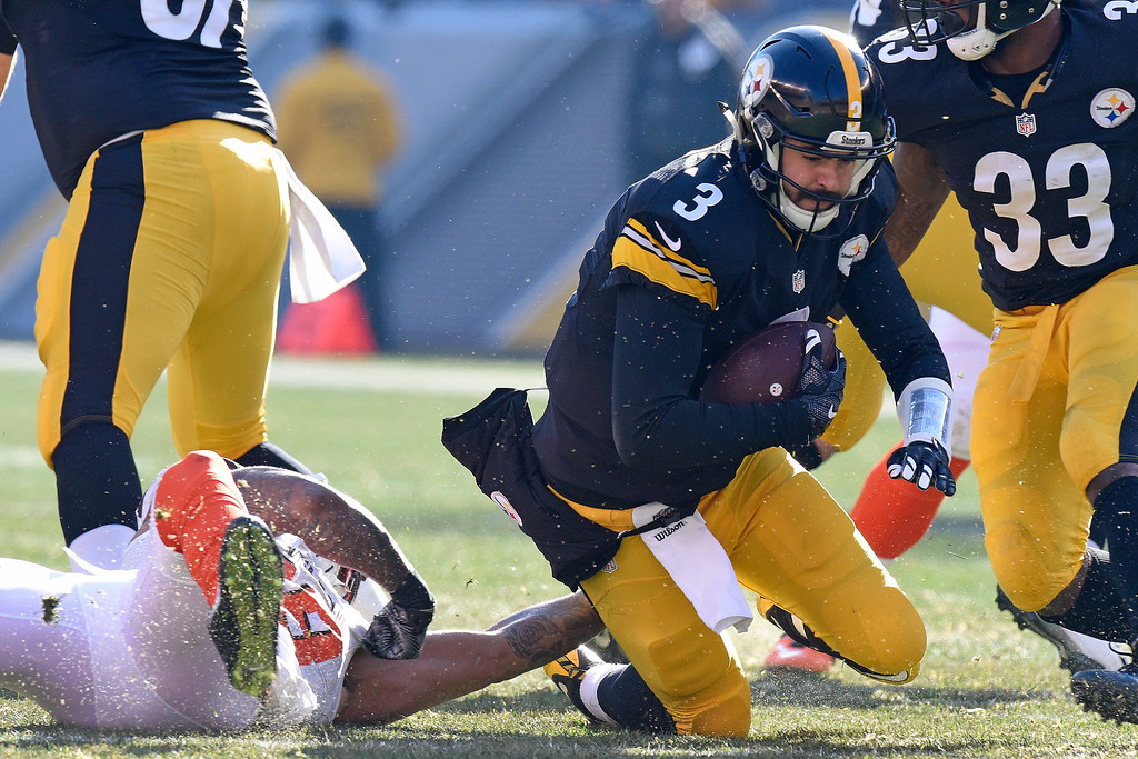 . Pittsburgh Steelers quarterback Landry Jones (3) is sacked by Cleveland Browns inside linebacker Christian Kirksey (58) during the first half of an NFL football game in Pittsburgh, Sunday, Jan. 1, 2017. (AP Photo/Don Wright)