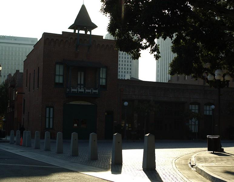 Firehouse004-ViewFromDownLAStreet-2006-11-13.jpg